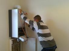 our plumbing contractors in Inglewood install new tankless water heaters